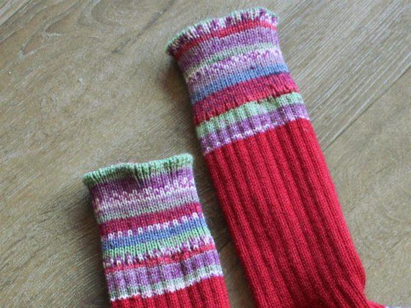 Boordjes van rode sokken