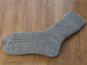 Grijze hand gebreide sokken
