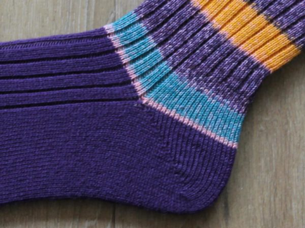 hiel paarse sokken